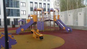 Детская площадка с резиновым бесшовным покрытием 38