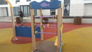 Детская площадка с резиновым бесшовным покрытием