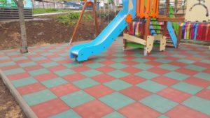 Резиновая плитка и детская площадка 3