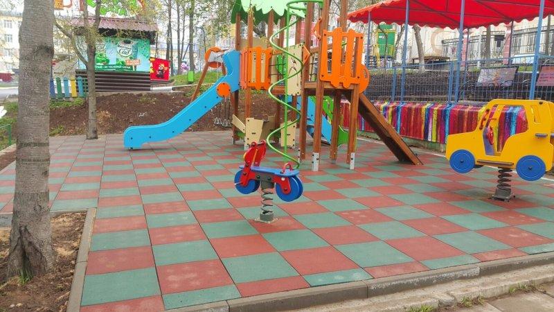 Резиновая плитка и детская площадка 2