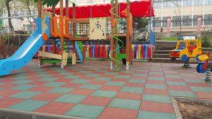Резиновая плитка и детская площадка