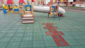 Детская игровая площадка с резиновой плиткой 13