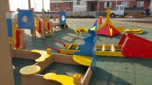 Детская игровая площадка с резиновой плиткой 11