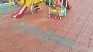 Детская игровая площадка с резиновой плиткой 27